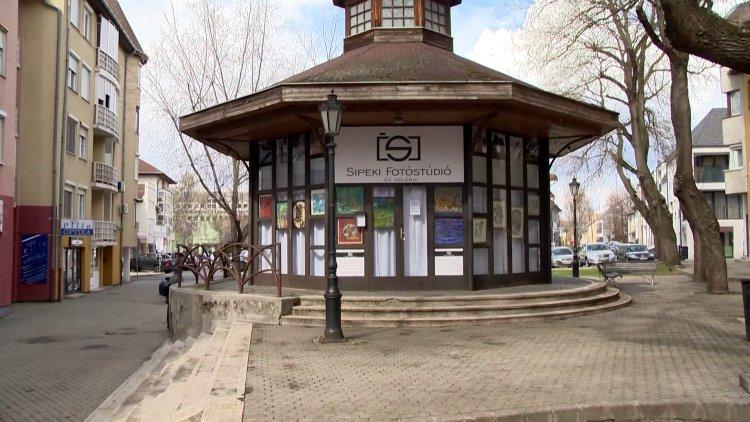 Egyedülálló kiállítás nyílt Nyírfa téri körgalériában – Sipeki Péterrel beszélgettünk