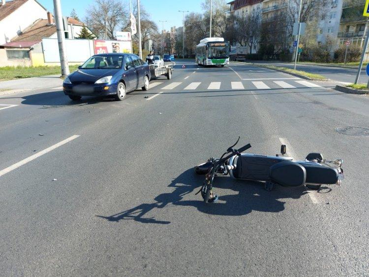 Elektromos kerékpárost gázoltak a Kert utca és a Váci Mihály utca csomópontjában