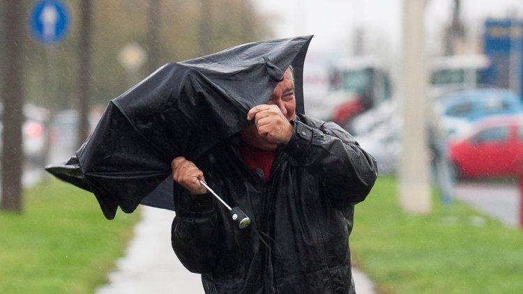 Viharos széllel és kiadós csapadékkal érkezik a hidegfront, ilyen hideg lesz
