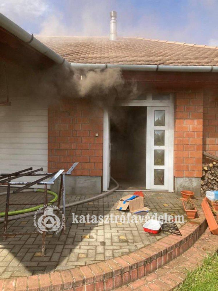 Tűz Borbányán – Teljes légzésvédelem mellett avatkoztak be a tűzoltók