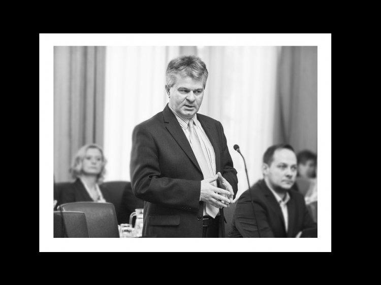 Együttérzését fejezi ki a Fidesz-KDNP frakció Lövei Csaba családjának, munkatársainak