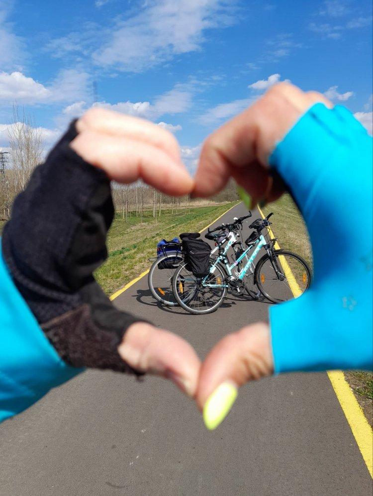 Kerékpáros kihívás Nyíregyházán: Az egyenlítő hosszát tekernék le!
