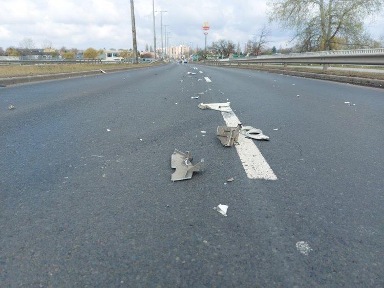 Be nem jelentett baleset törmelékeit szedte össze a Magyar Közút a körúton