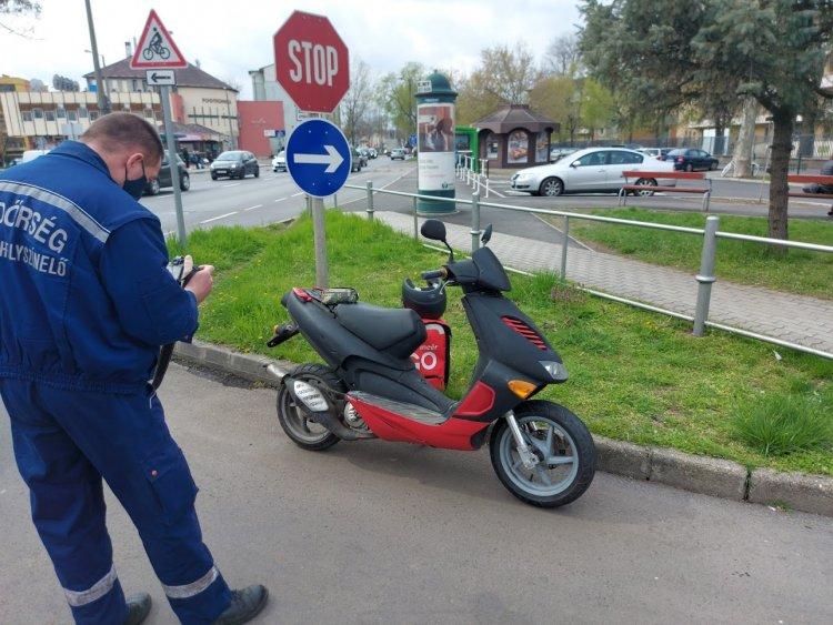 Robogóst gázoltak a Szent István utcán, az anyagi kár jelentős