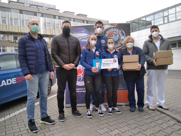 Vitamincsomag a Covid Ambulancia dolgozóinak - Segítettek a sportolók