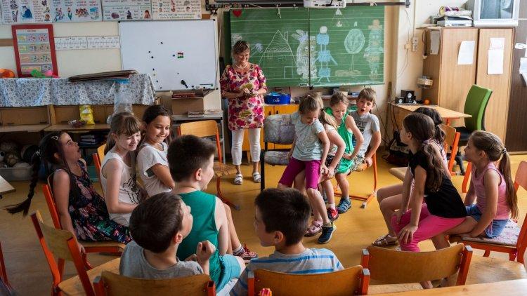 Várják vissza az alsósokat az iskolákban - Pénteken véget ért az online oktatás