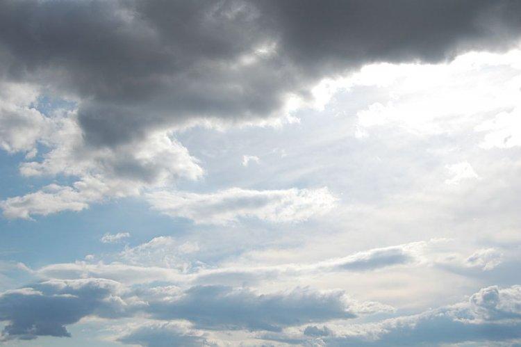 Délutánra beborul az ég - Vastagabb felhők érkeznek dél felől