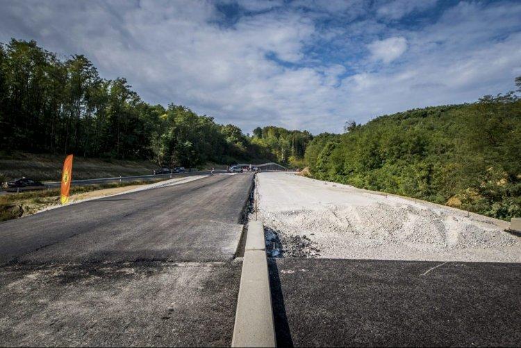 Az idén felújítani tervezett ezer kilométernyi útszakasz harmadán már dolgoznak