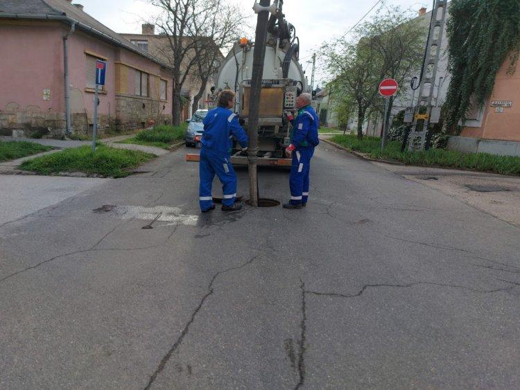 A Vörösmarty utcán megkezdődött a szennyvízcsatornák átjárhatóságának ellenőrzése
