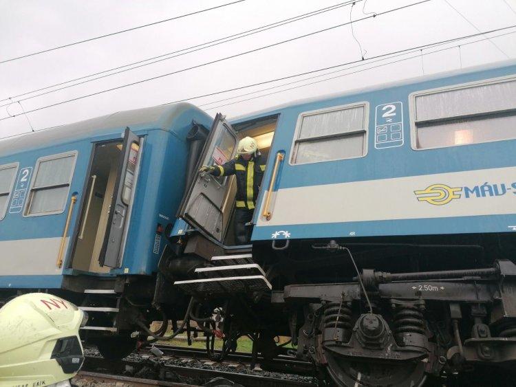 Tragikus vonatbaleset – Egy személy a helyszínen életét veszítette, hatan megsérültek
