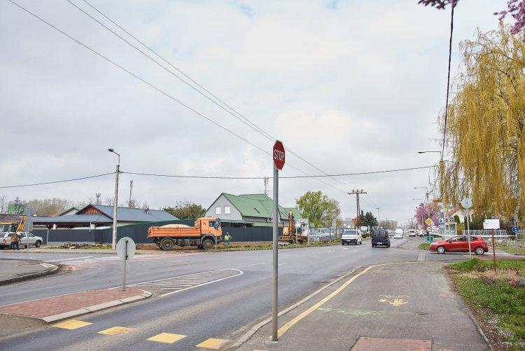 Körforgalom épül a Kállói úton – A tervek szerint szeptemberre befejeződnek a munkálatok