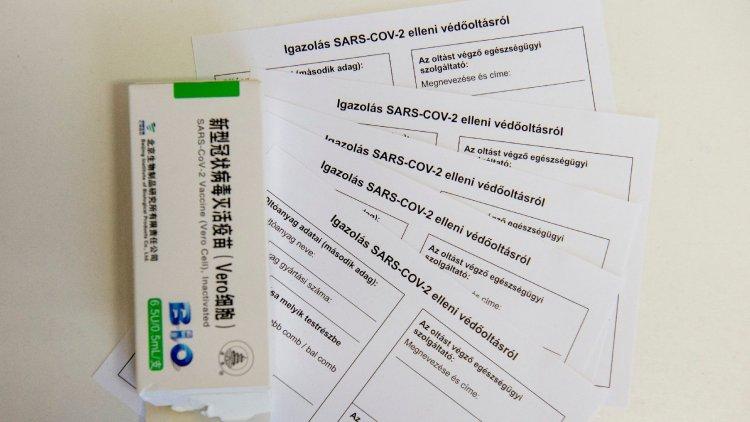 Szombaton 600 ezer, kedden 854 ezer adag vakcina érkezett és még nincs vége