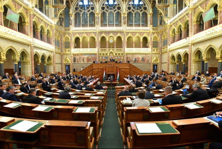 Ma kezdik tárgyalni a járvány elleni védekezésről szóló törvény meghosszabbítását