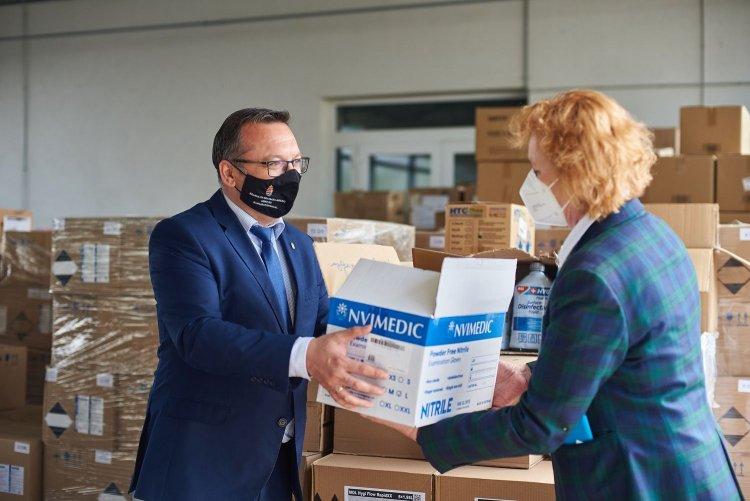 Fertőtlenítőszerrel is készül az érettségire a kormányhivatal