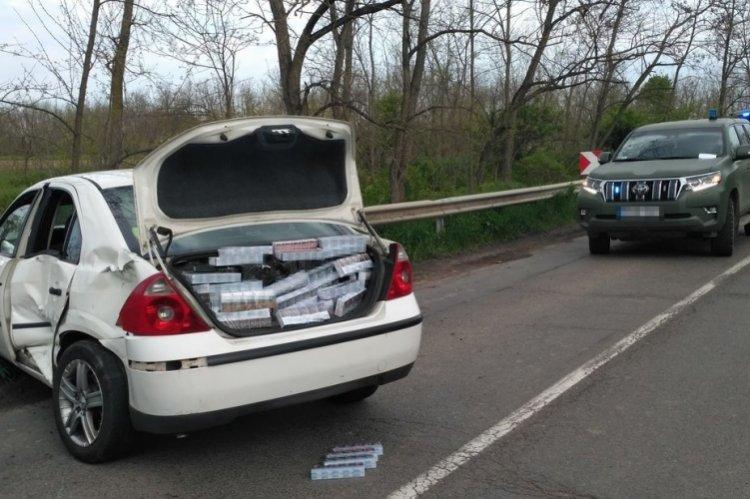 Csempészett cigarettával megrakott autóval okozott közlekedési balesetet az ittas sofőr