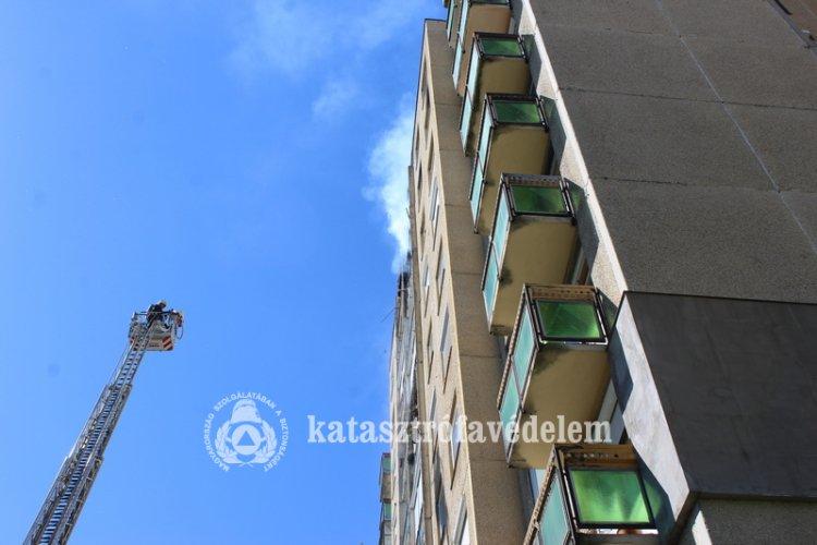 Tűz Örökösföldön: a lángok a kilencedikről egy tizedik emeleti erkélyre is felcsaptak