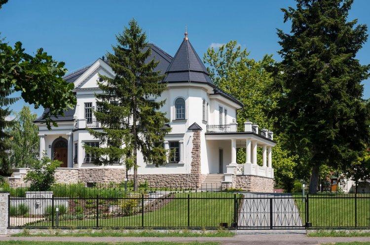 Újra megnyitja kapuit a látogatók előtt a Bencs Villa