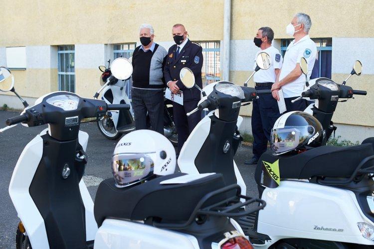 Polgárőrség: két új robogót ajándékoztak a tiszadadai és az ópályi polgárőr egyesületeknek