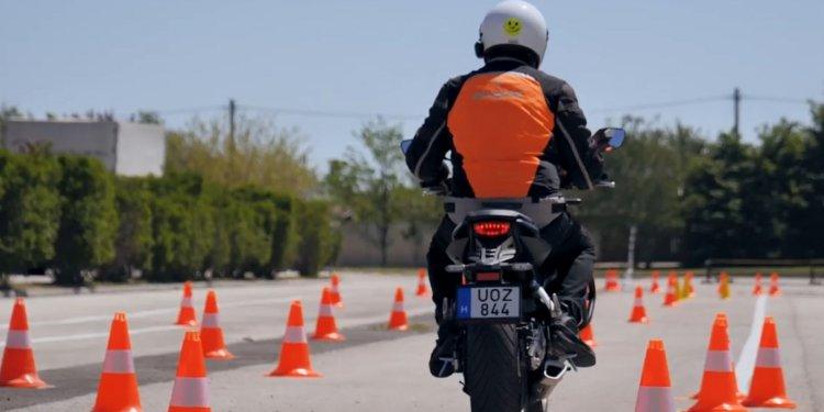 Megújulnak a motoros vizsgák – Talmácsi is kipróbálta a vizsgapályát