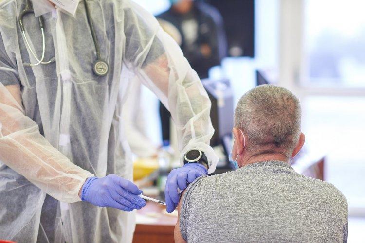 Túl a 200 ezredik oltáson – Újabb vakcinák érkeztek a megyébe