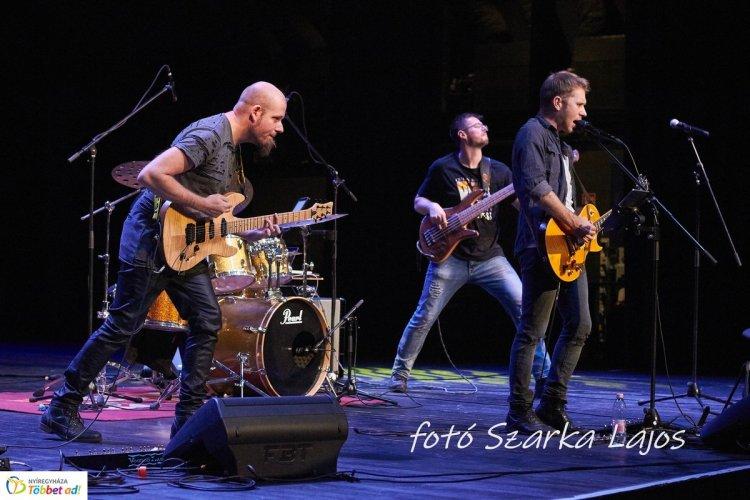 Házhoz megy a Zenede! Rocklegendák koncert és zenetörténeti előadás