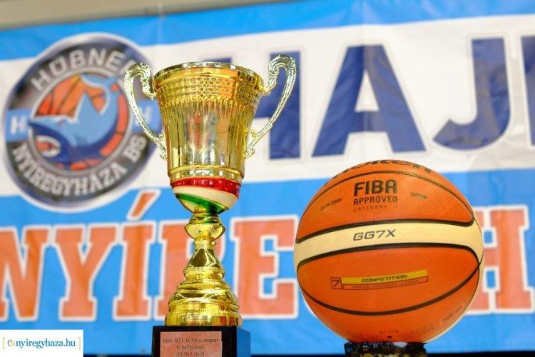 Irány az élvonal - Köszöntötték a bajnok kosárlabda együttest