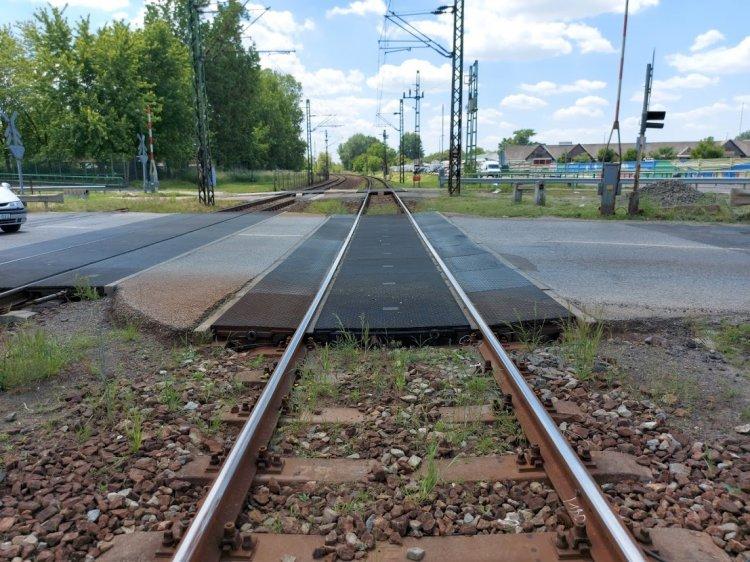 Ideiglenes átjárót alakítanak ki a Tokaji úti vasúti átjáróban