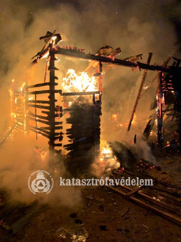 Katasztrófavédelem: két melléképület is lángolt Szabolcs megyében