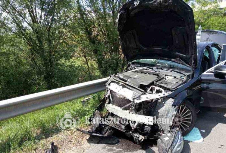 Súlyos baleset történt a 4-es főúton