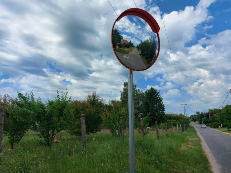 Újabb parabolatükör teszi még biztonságosabbá a közlekedést Nyírszőlősön