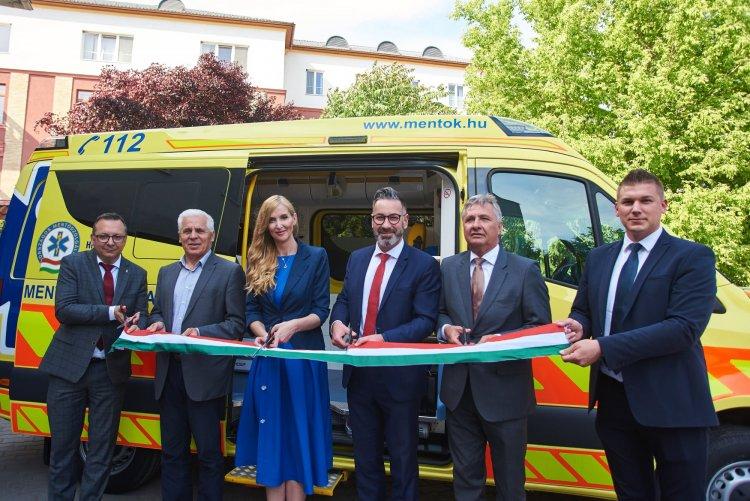 Új mentőautó Nyíregyházán – Modern és korszerű járművel gyarapodott a helyi flotta