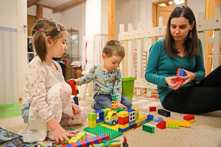 Egységesen támogatja a közvélemény a gyermeket nevelő szülők szja-visszatérítését