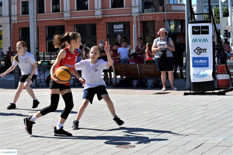 Streetball a Kossuth téren - Idén is benépesült a belváros kosarasokkal