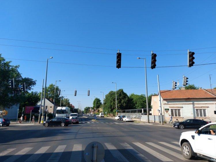 Műszaki hiba miatt nem működött a jelzőlámpa hétfő reggel a Kállói útnál