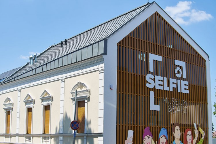 Selfie Museum Nyíregyházán – Átadták Nyíregyháza legújabb turisztikai attrakcióját
