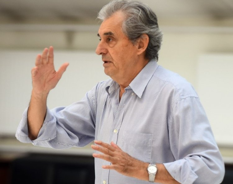 Rácz tanár úr szerepében tér vissza a nyíregyházi színpadra Csikos Sándor