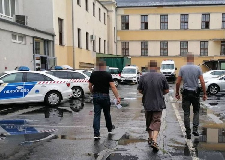 Tiltott határátlépésre készültek, Csarodán tartóztatták fel őket a rendőrök