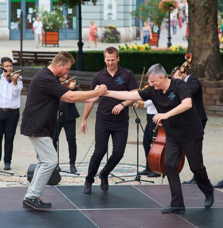 Verbunk rekordkísérlet – Mindenkit táncra hív online a Nyírség Táncegyüttes