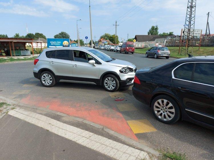 Ráfutásos baleset történt a Kállói úton, jelentős az anyagi kár