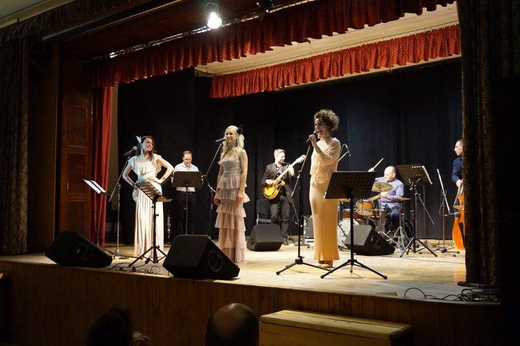 Július 31-én irány a Szindbád, az Orpheum Madams ad koncertet – Részletek a Sziesztában!