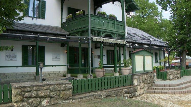 Felújítás – Mintegy 80 millió forintból korszerűsödött a Svájci Lak Sóstón