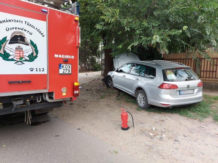 Útszéli fának ütközött egy személygépkocsi Újfehértó belterületén