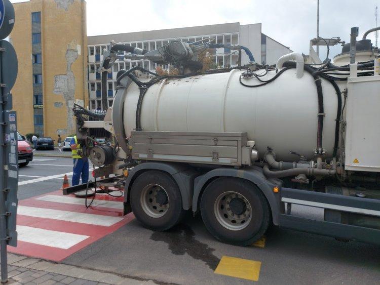 Csatornamosási munkákat végzett a Nyírségvíz a belvárosban