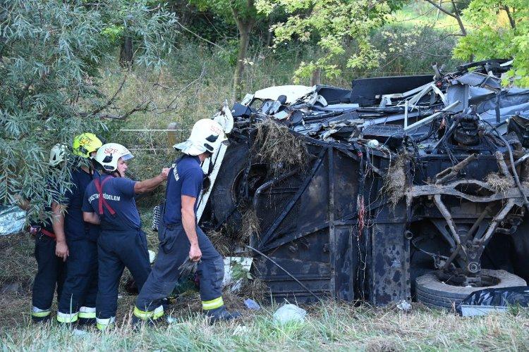 Szörnyű tragédia - Buszbaleset az M7-esen, több halottal és sérülttel