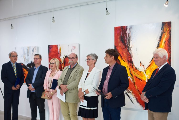 Iserlohni művész alkotásai Nyíregyházán – Október 10-ig látogatható a tárlat