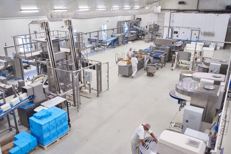 Fejlesztés a kenyérgyárban – Elkészült az új levelestészta-gyártó csarnok a Gomba utcán