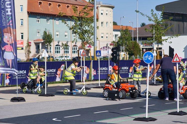 Fókuszban a közlekedésbiztonság – Ezer iskolás ismerte meg az alapvető KRESZ-szabályokat