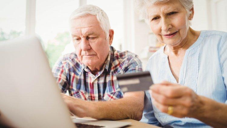 13. havi nyugdíjat és nagy összegű nyugdíjprémiumot kapnak a nyugdíjasok