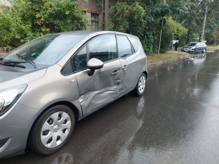 Szombaton reggel a Kállói úton két autó karambolozott