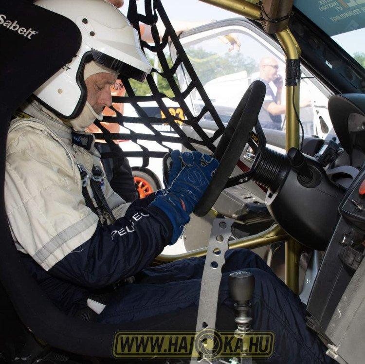 Hibrid autóval a rallycross bajnokságban - A nyíregyházi pilóta jelenleg dobogós helyen áll